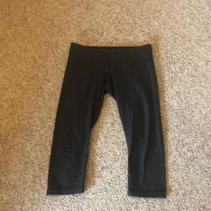 Lululemon charcoal grey Capri workout pants 10